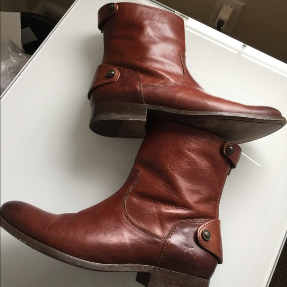 562abaee2a1 Frye Shoes - frye melissa Button Back Zip 8.5